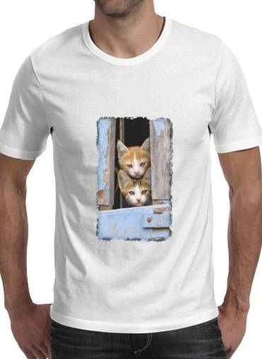 Tshirt Cute curious kittens in an old window homme